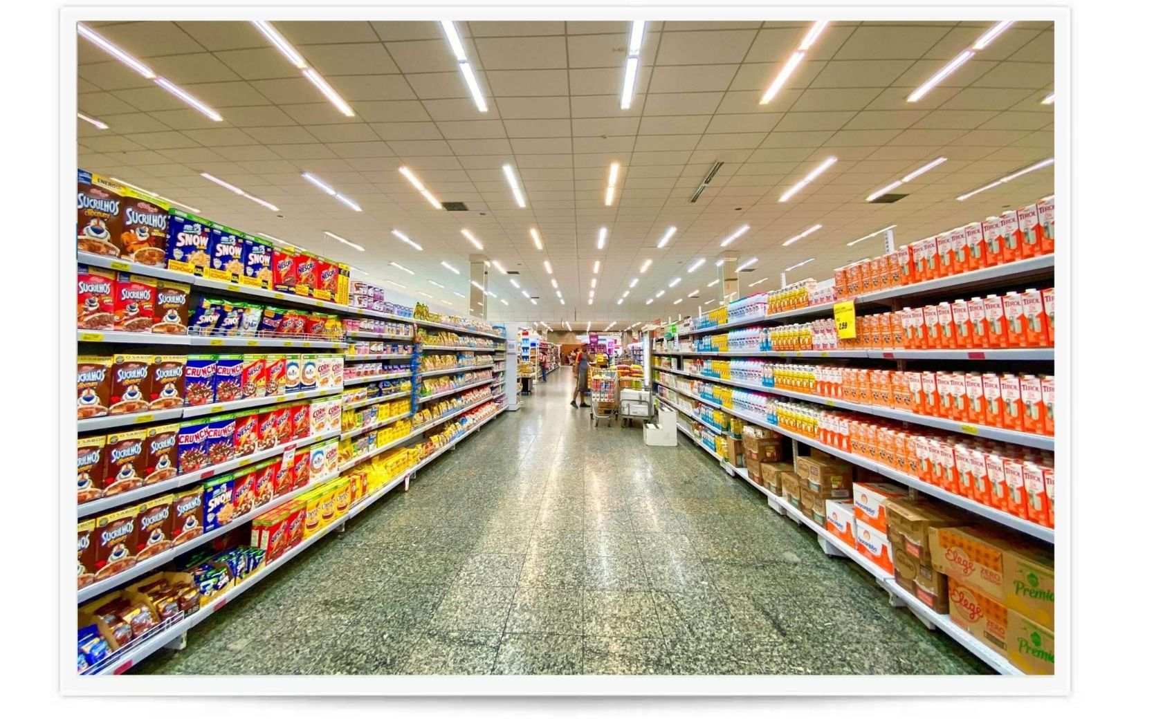 grocery store aisle after a vinyl composition tile cleaning in atlanta